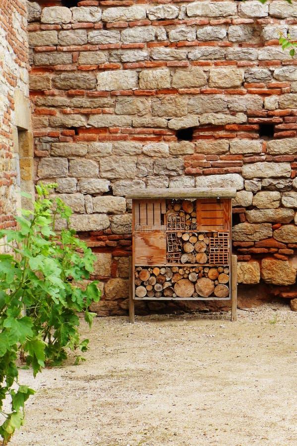 Hotel dell'ape al castello medievale immagini stock