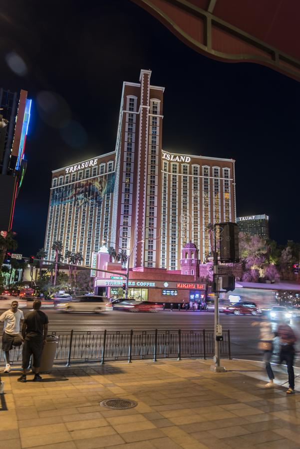 Hotel dell'isola del tesoro/casinò Las Vegas alla notte fotografie stock libere da diritti