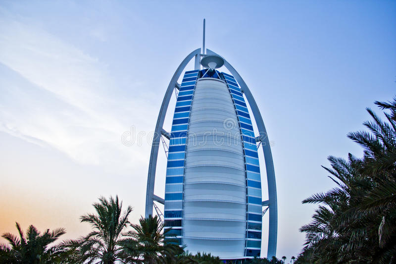 Hotel della stella di Burj Al Arab 7 nel tramonto immagine stock libera da diritti