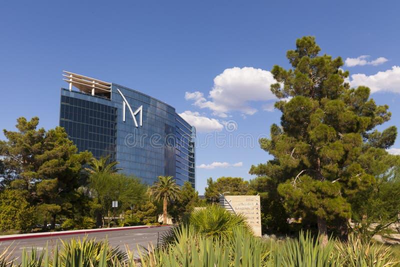 Hotel di località di soggiorno di m. con soleggiato, cieli blu a Las Vegas, NV agosto