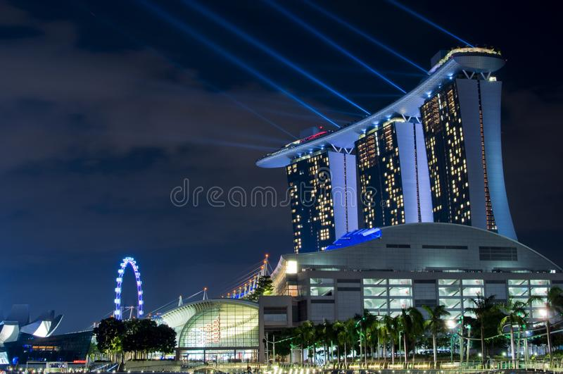 Hotel di MBS con lo spettacolo di luci immagine stock