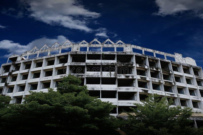 Hotel di Tipchang Lampang, Tailandia, il 30 giugno 2518, hotel abbandonato nel centro urbano immagini stock