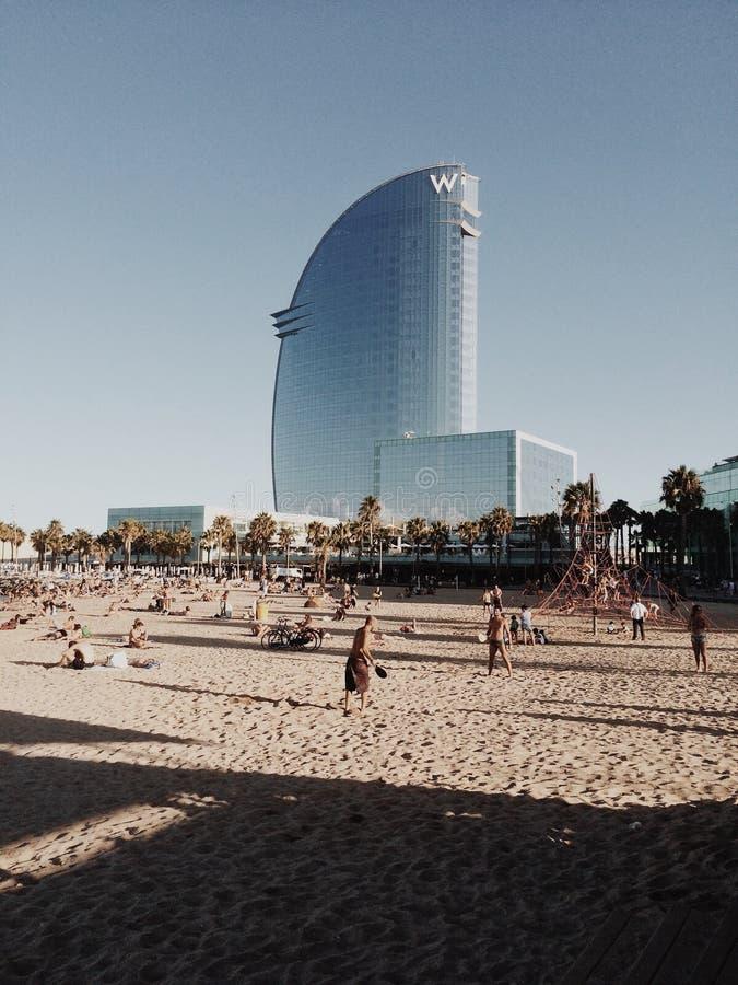 Hotel di W dalla spiaggia di Barceloneta della La fotografie stock libere da diritti