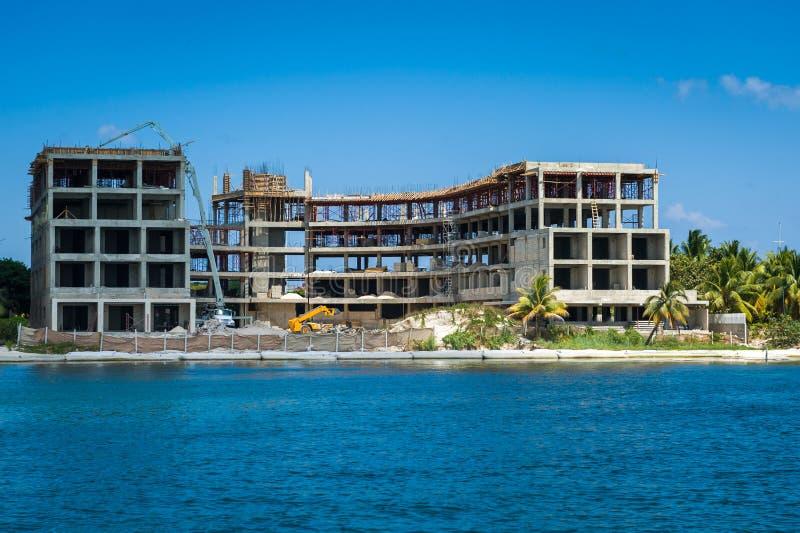 Hotel die in aanbouw bouwen royalty-vrije stock afbeeldingen