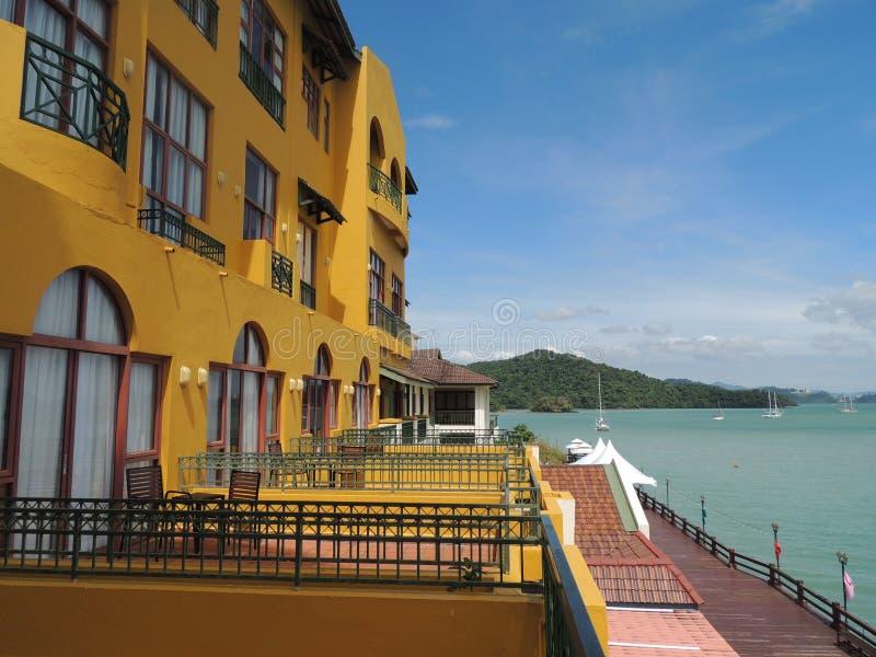 Hotel die het Overzees overzien stock afbeeldingen