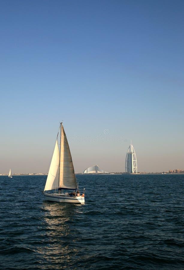 Hotel distante dell'Arabo di Burj di vista fotografia stock