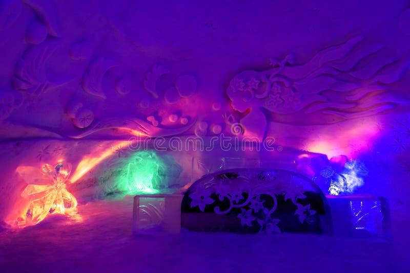 Hotel do gelo com luz colorida fotos de stock