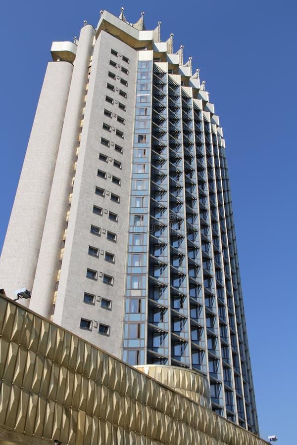 Hotel dos arranha-céus em Almaty imagens de stock