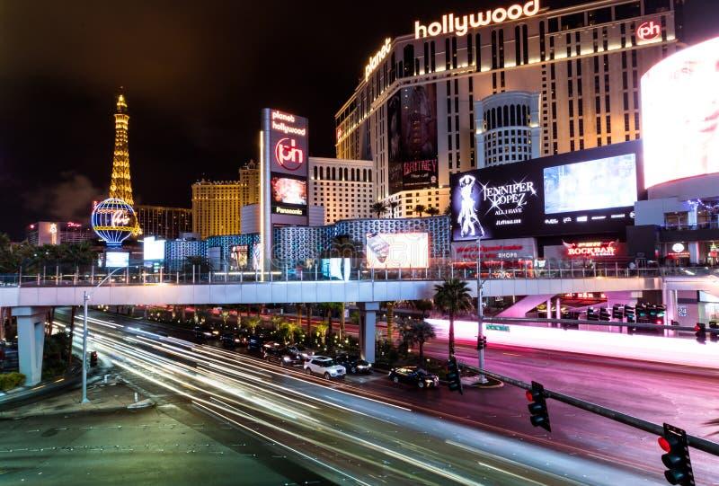 Hotel e casino de Hollywood da tira e do planeta de Las Vegas na noite - Las Vegas, Nevada, EUA foto de stock
