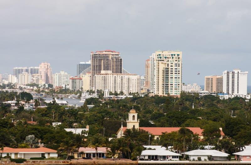 Hotel e condomini tropicali immagine stock