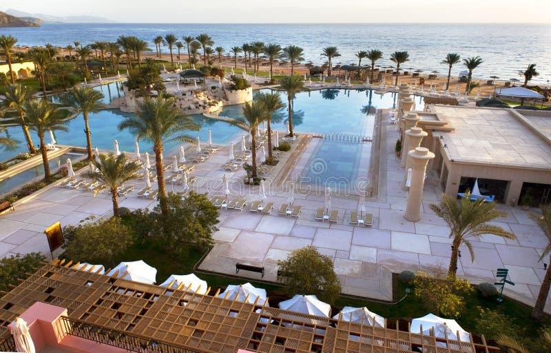 Hotel Egipto de la piscina de la opinión del mar fotografía de archivo libre de regalías