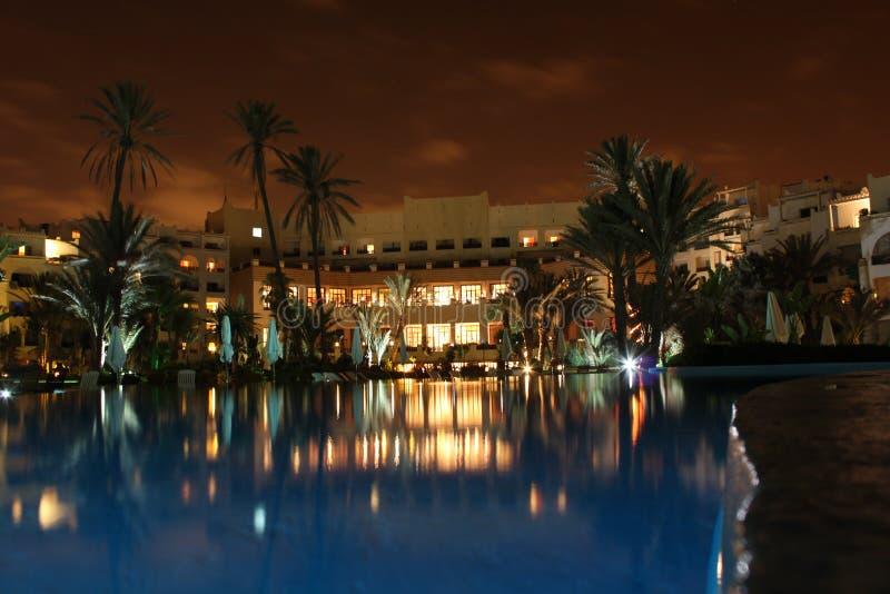Hotel em a noite fotografia de stock royalty free