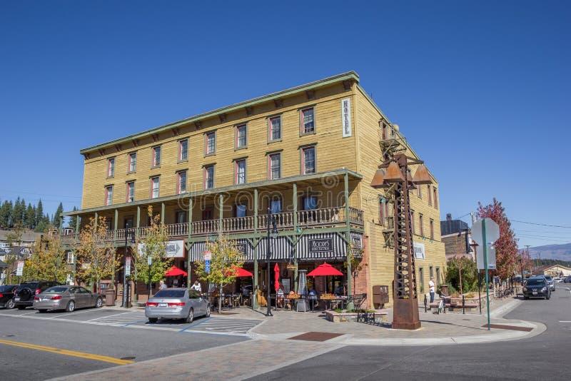 Hotel en la calle principal Truckee fotografía de archivo