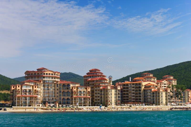 Hotel en la playa fotos de archivo