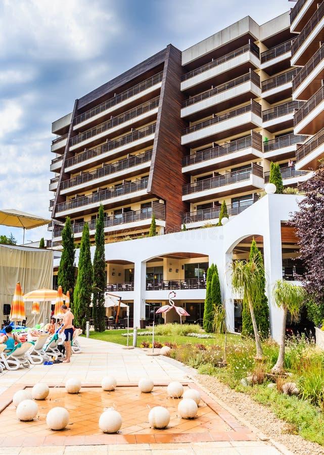 Hotel-Flamingo-großartiges Hotel am sonnigen Tag des Sommers Albena lizenzfreie stockfotos
