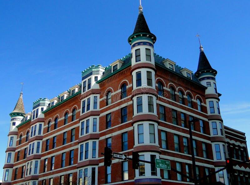 Hotel francés del estilo del castillo francés imagenes de archivo
