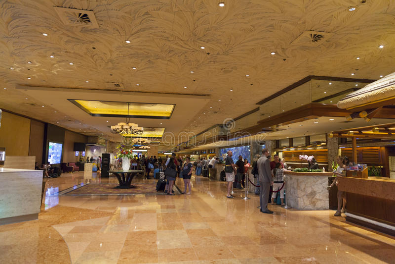 Hotel Front Desk em Las Vegas, nanovolt da miragem o 26 de junho de 2013 imagem de stock