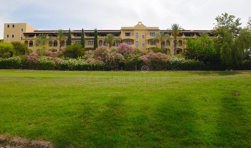 Hotel in golfcursus royalty-vrije stock foto