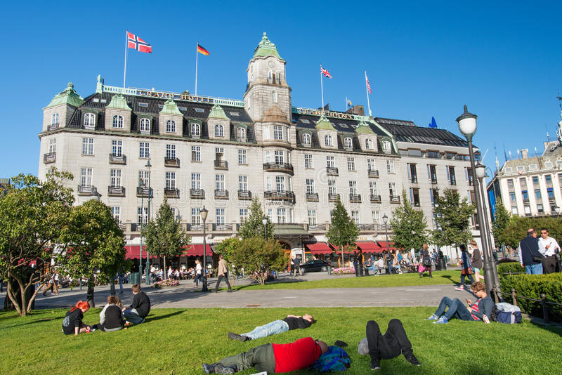 Hotel grande em Oslo Noruega fotografia de stock