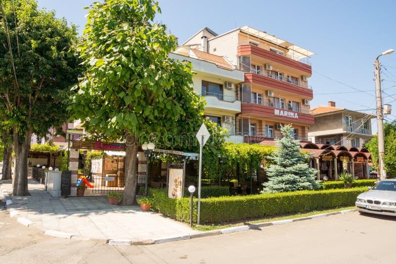 Hotel in het centrum van Ravda in Bulgarije royalty-vrije stock foto's