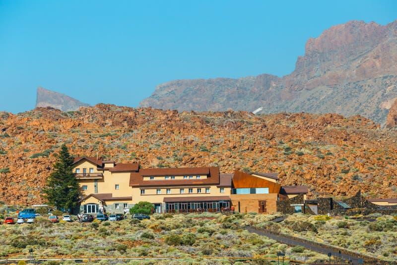 Hotel i restauracja blisko Roques De Garcia i El Teide wulkanu, Tenerife wyspa, Hiszpania zdjęcia royalty free