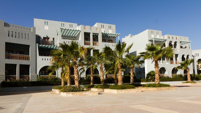 Hotel im EL gouna mit Palmen lizenzfreies stockfoto