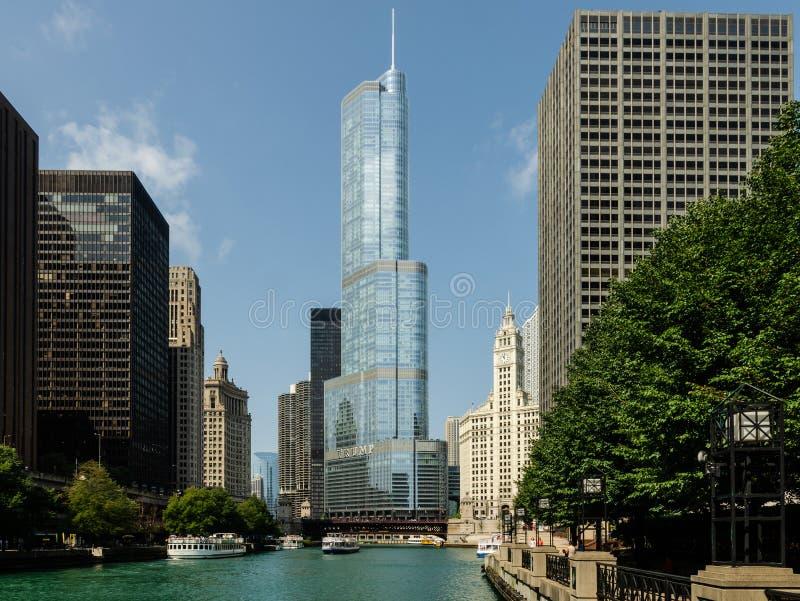 Hotel internacional do trunfo & torre Chicago imagem de stock