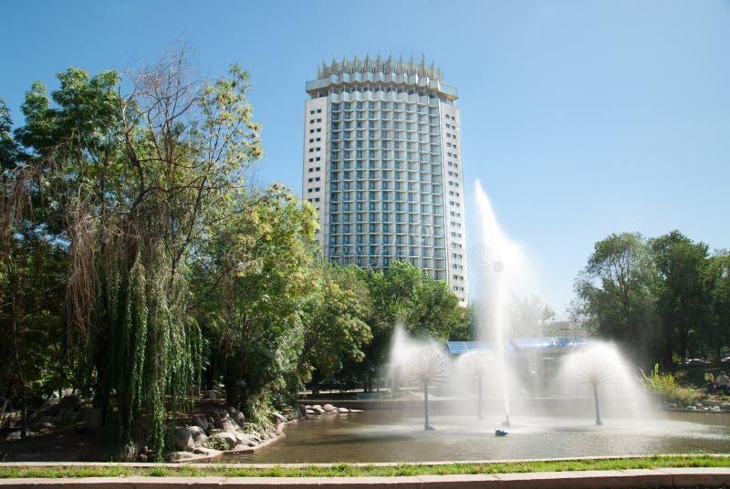 Hotel Kazakhstan in Almaty lizenzfreie stockfotos