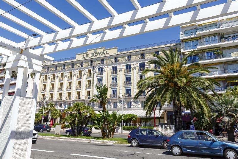 Hotel Le Royal在从散步看见的尼斯 免版税库存图片