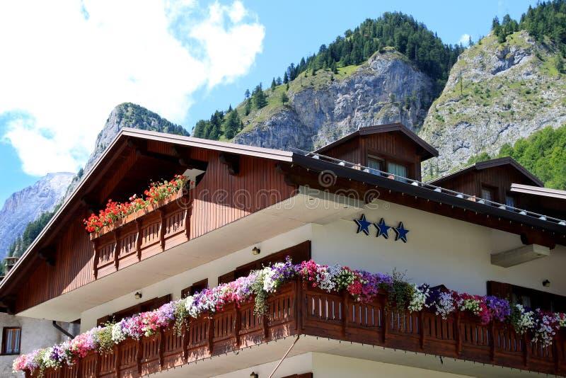 Hotel mit drei Sternen in Sottoguda, italienische Dolomit stockfotos