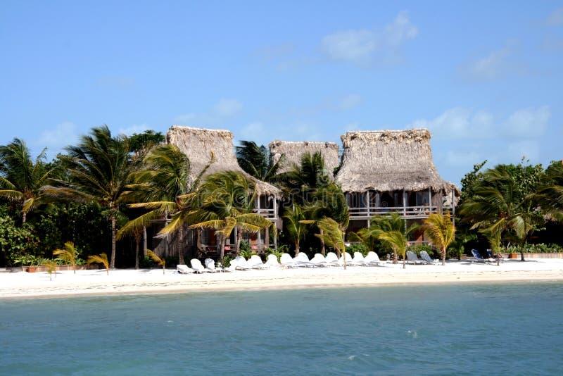 Hotel na praia imagens de stock