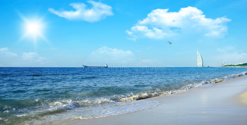 Hotel na praia imagens de stock royalty free