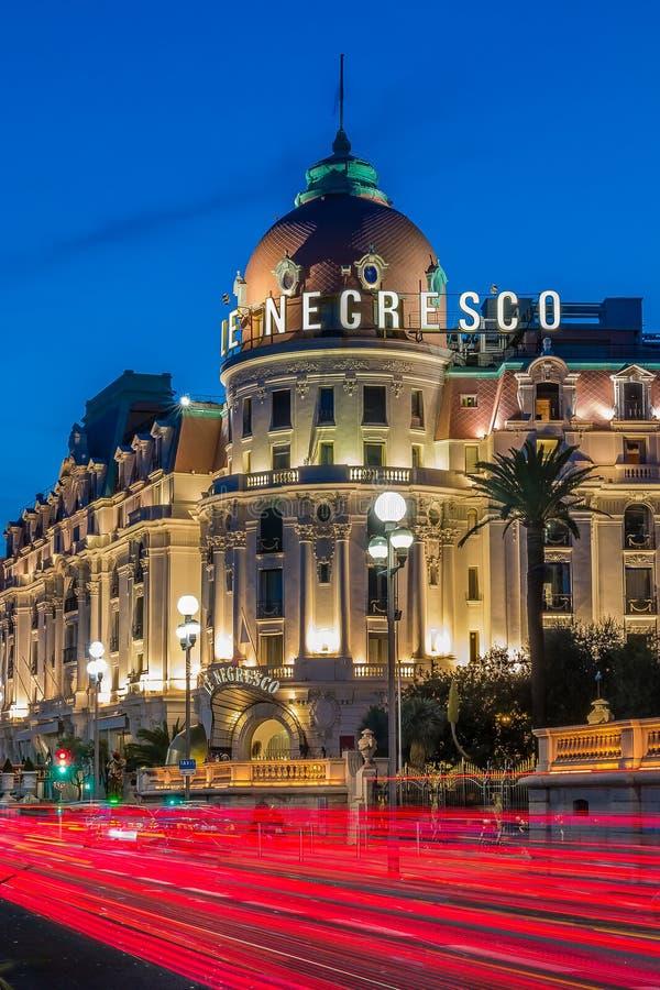 Hotel Negresco en Niza Francia en la noche imagen de archivo
