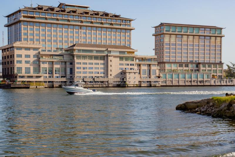 Hotel oriental en la cala Lagos Nigeria de cinco cauris fotos de archivo