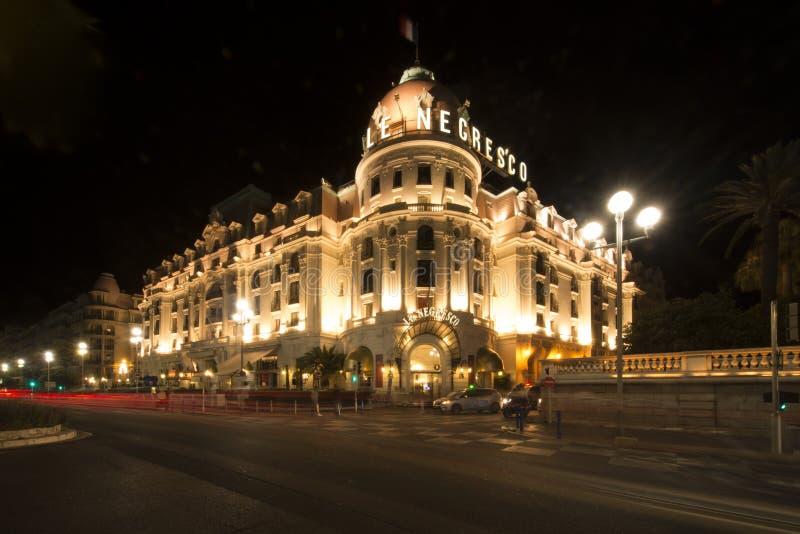 Hotel por la noche, Niza, Francia del EL Negresco foto de archivo