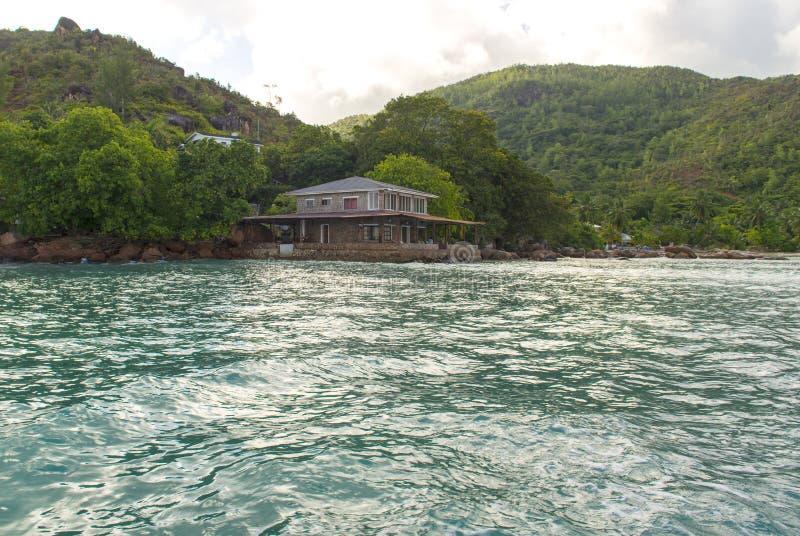 Hotel przy tropikalną wyspą, Seychelles obrazy royalty free