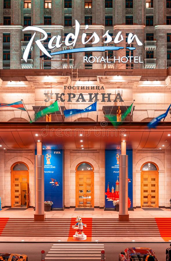 Hotel real de Radisson do `, ` de Ucrânia do ` do ` de Moscou o lugar onde os fãs do campeonato do mundo de FIFA param Wolf Zabiv foto de stock