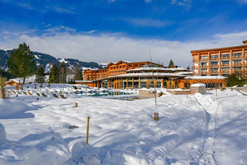 Hotel Sonnenalp w Bavaria i kurort, Niemcy na zima dniu obrazy royalty free