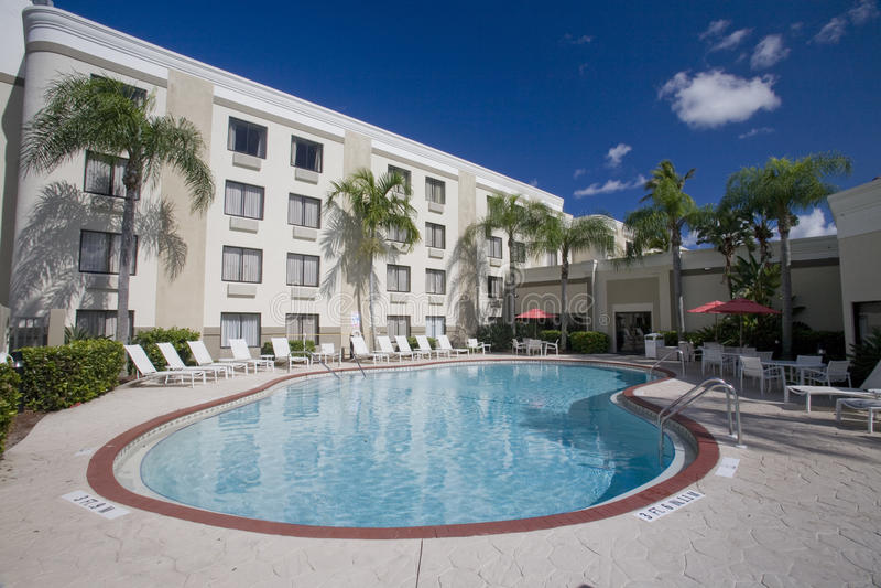 Hotel-Swimmingpool lizenzfreies stockbild
