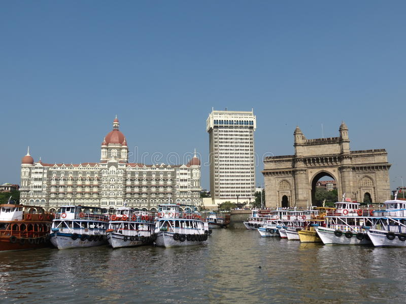 Hotel Taj y entrada de la India fotografía de archivo