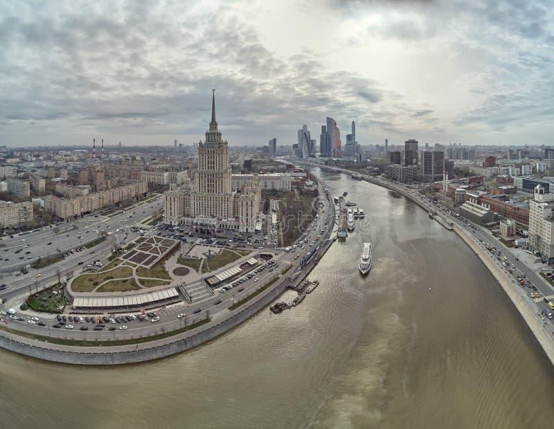 Hotel Ucraina e complesso di affari della citt? di Mosca a Mosca, Russia Vista panoramica aerea fotografia stock libera da diritti