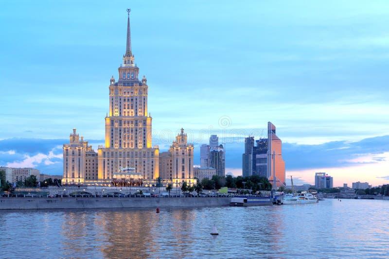 Hotel Ucrania, Moscú imagenes de archivo
