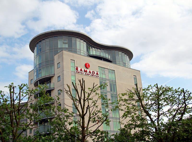 Hotel und Reihen Ramada lizenzfreie stockfotos