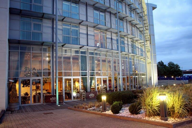 Hotel und Reihen Ramada lizenzfreie stockfotografie
