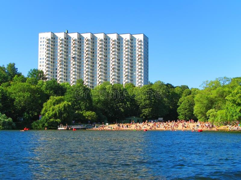 Hotel und Strand in Stockholm, Schweden lizenzfreies stockfoto