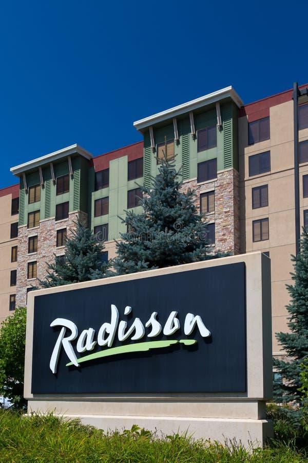 Hotel und Zeichen Radisson lizenzfreie stockfotografie