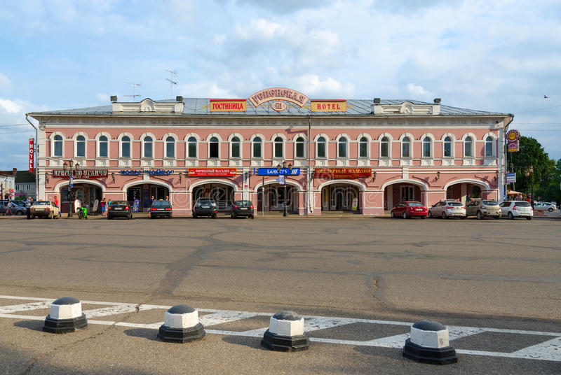 Hotel Uspenskaya (de vroegere bouw van handelsrijen), Uglich, Rusland royalty-vrije stock foto