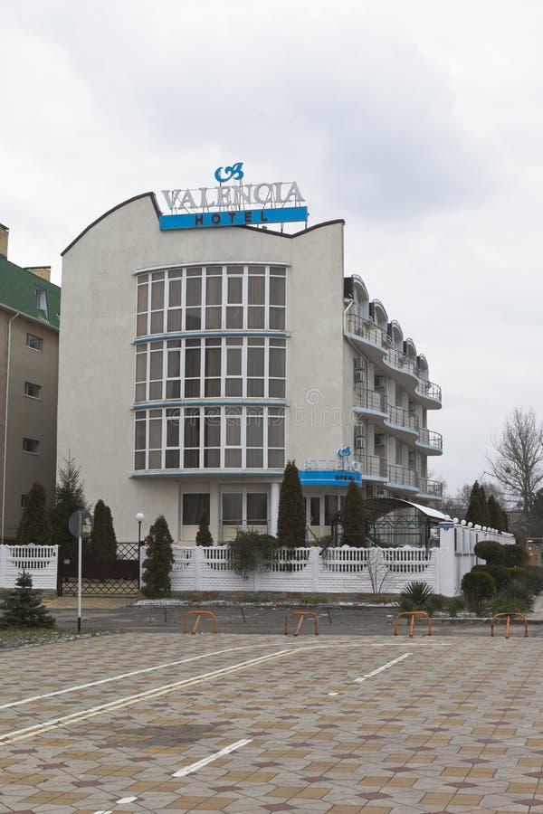 Hotel Valencia en avenida pionera en el pueblo del centro turístico de Jemite fotografía de archivo libre de regalías