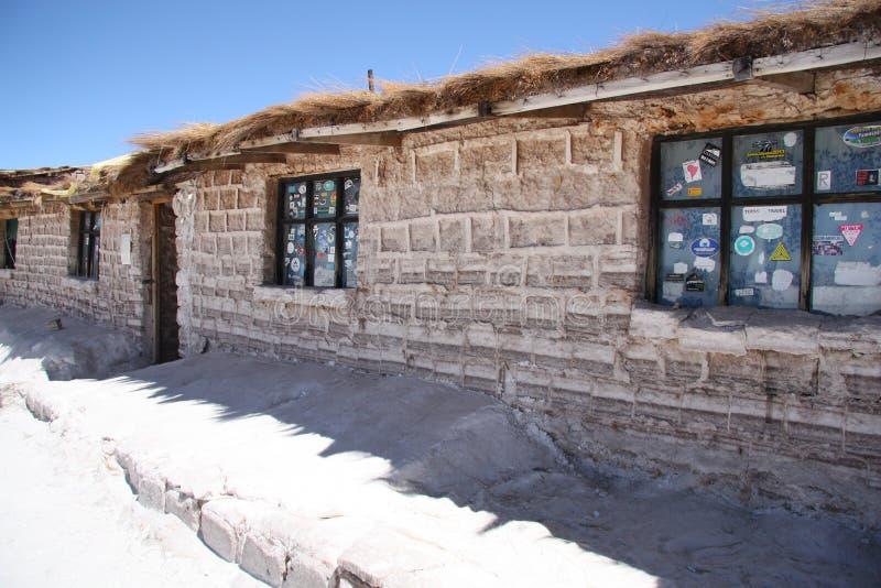 Hotel van zoute blokken in Salar de Uyuni, Bolivië wordt gebouwd dat royalty-vrije stock foto's