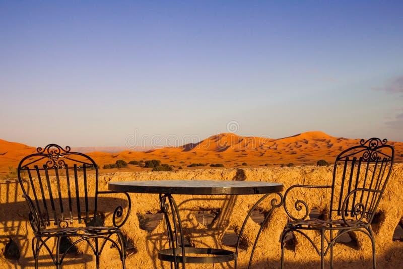 Hotel-Wüstendach-Spitzenterrasse stockbilder